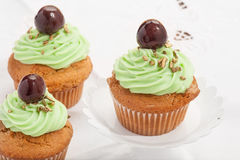 Cupcake με το κεράσι Στοκ εικόνες με δικαίωμα ελεύθερης χρήσης