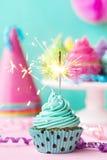 Cupcake με το sparkler Στοκ Εικόνα