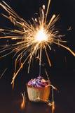 Cupcake με το sparkler Στοκ Φωτογραφία