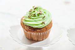 Cupcake που απομονώνεται στο ουδέτερο υπόβαθρο Στοκ εικόνες με δικαίωμα ελεύθερης χρήσης