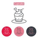 Cupcake που διακοσμείται με το εικονίδιο καρδιών Στοκ φωτογραφία με δικαίωμα ελεύθερης χρήσης