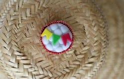 Cupcake που διακοσμείται με τις μικρές σημαίες Στοκ φωτογραφία με δικαίωμα ελεύθερης χρήσης