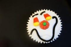 cupcake πρόσωπο αποκριές ευτυ&chi Στοκ φωτογραφία με δικαίωμα ελεύθερης χρήσης