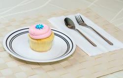 Cupcake στον πίνακα Στοκ Εικόνα