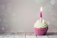 χαιρετισμός καρτών γενεθλίων cupcake ευτυχής Στοκ Εικόνες