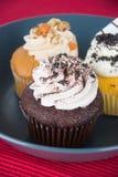 cupcake bolo do copo no fundo imagens de stock royalty free