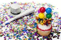 Cupcake, Confettien, Hoorn, en Hoed bij Partij stock foto