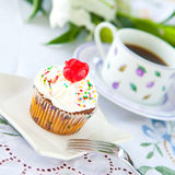 Cupcake with a cup of coffee Royalty Free Stock Image