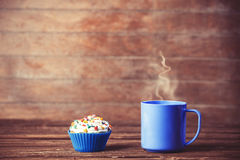 Cupcake and cup of coffee Royalty Free Stock Photography