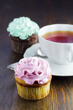 Cupcake and a cup of tea Royalty Free Stock Photography