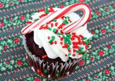 Cupcake die voor Kerstmis wordt verfraaid Stock Afbeelding