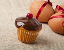 Cupcake  and Easter Eggs Royalty Free Stock Photos