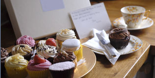 Cupcake gift box with note Royalty Free Stock Image