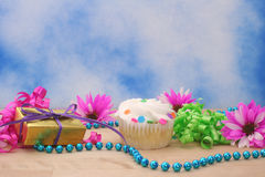 Cupcake and Gift with Flower Royalty Free Stock Photography