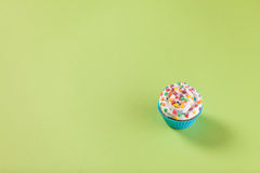 Cupcake on green background Royalty Free Stock Photos