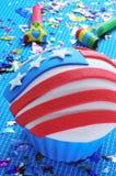 Cupcake met de Amerikaanse vlag wordt verfraaid die Stock Foto