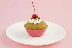 Cupcake met het Roze van de Kers Royalty-vrije Stock Afbeeldingen