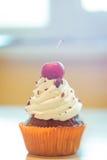 Cupcake met kers Royalty-vrije Stock Afbeeldingen