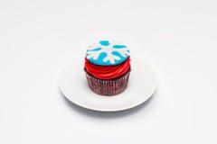 cupcake O conceito do cozimento do Natal Doce em um fundo claro imagens de stock