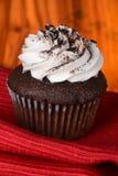 cupcake queques do chocolate no fundo foto de stock royalty free