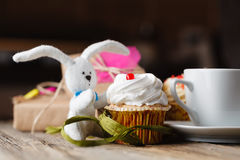 Cupcake and rabbit toy with cup of coffee Royalty Free Stock Photos