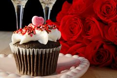 Cupcake and roses Royalty Free Stock Images