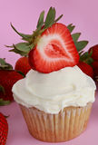 Cupcake with strawberry Royalty Free Stock Photography