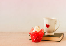 Cupcake and tea cup for Valentine day Royalty Free Stock Photography