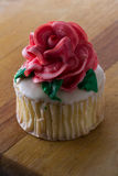 Cupcake topped with a rose Royalty Free Stock Photography