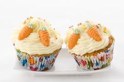 Cupcake twee bestrooit en wortel Stock Fotografie
