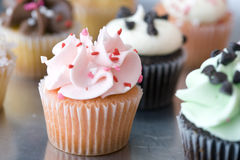 cupcakes διακοσμημένη ομάδα Στοκ φωτογραφία με δικαίωμα ελεύθερης χρήσης