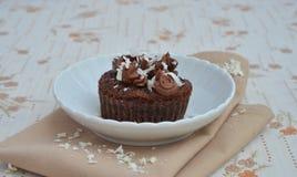 Cupcakes με τα ξέσματα κρέμας και σοκολάτας Στοκ Εικόνες