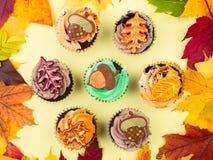 Cupcakes με τα φύλλα φθινοπώρου Στοκ Εικόνα