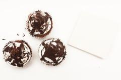 Cupcakes με την κενή κάρτα Στοκ Εικόνες