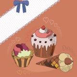 Cupcakes με τις καρδιές Στοκ εικόνες με δικαίωμα ελεύθερης χρήσης