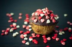 Cupcakes με τις μικρές καρδιές Στοκ φωτογραφίες με δικαίωμα ελεύθερης χρήσης