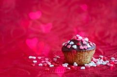 Cupcakes με τις μικρές καρδιές Στοκ Φωτογραφία