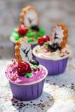Cupcakes με το διακοσμητικό μελόψωμο στοκ εικόνες