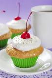 Cupcakes με το κεράσι Στοκ Εικόνες