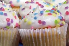 cupcakes ουράνιο τόξο Στοκ εικόνες με δικαίωμα ελεύθερης χρήσης
