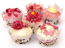 Cupcakes. Decorated with fondant and sugar flowers surrounded by white background Stock Photography