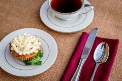 Παγωμένο κέικ καρότων τυριών κρέμας cupcakes Στοκ εικόνα με δικαίωμα ελεύθερης χρήσης