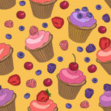 Cupcakes and berries seamless pattern Royalty Free Stock Images