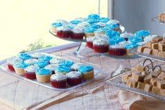 Cupcakes bij een huwelijk Stock Afbeelding