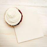 Cupcakes with blank card Royalty Free Stock Photography