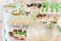 Cupcakes and Cake Pops Royalty Free Stock Photos