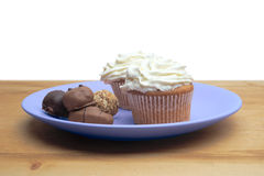 Cupcakes with chocolate on the plate Royalty Free Stock Photography
