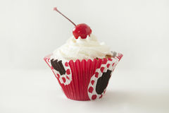 Cupcakes. With cream and cherry Royalty Free Stock Images