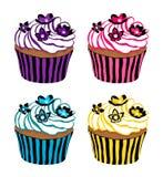 Cupcakes die met bloemen wordt verfraaid Royalty-vrije Stock Fotografie