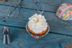 Cupcakes en gesteunde toebehoren Royalty-vrije Stock Foto's